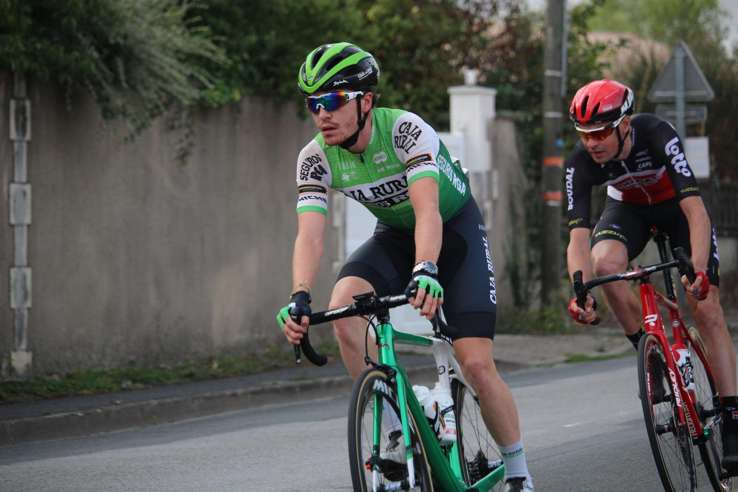 Jon Irisarri se queda cerca del triunfo en Francia tras una larga escapada