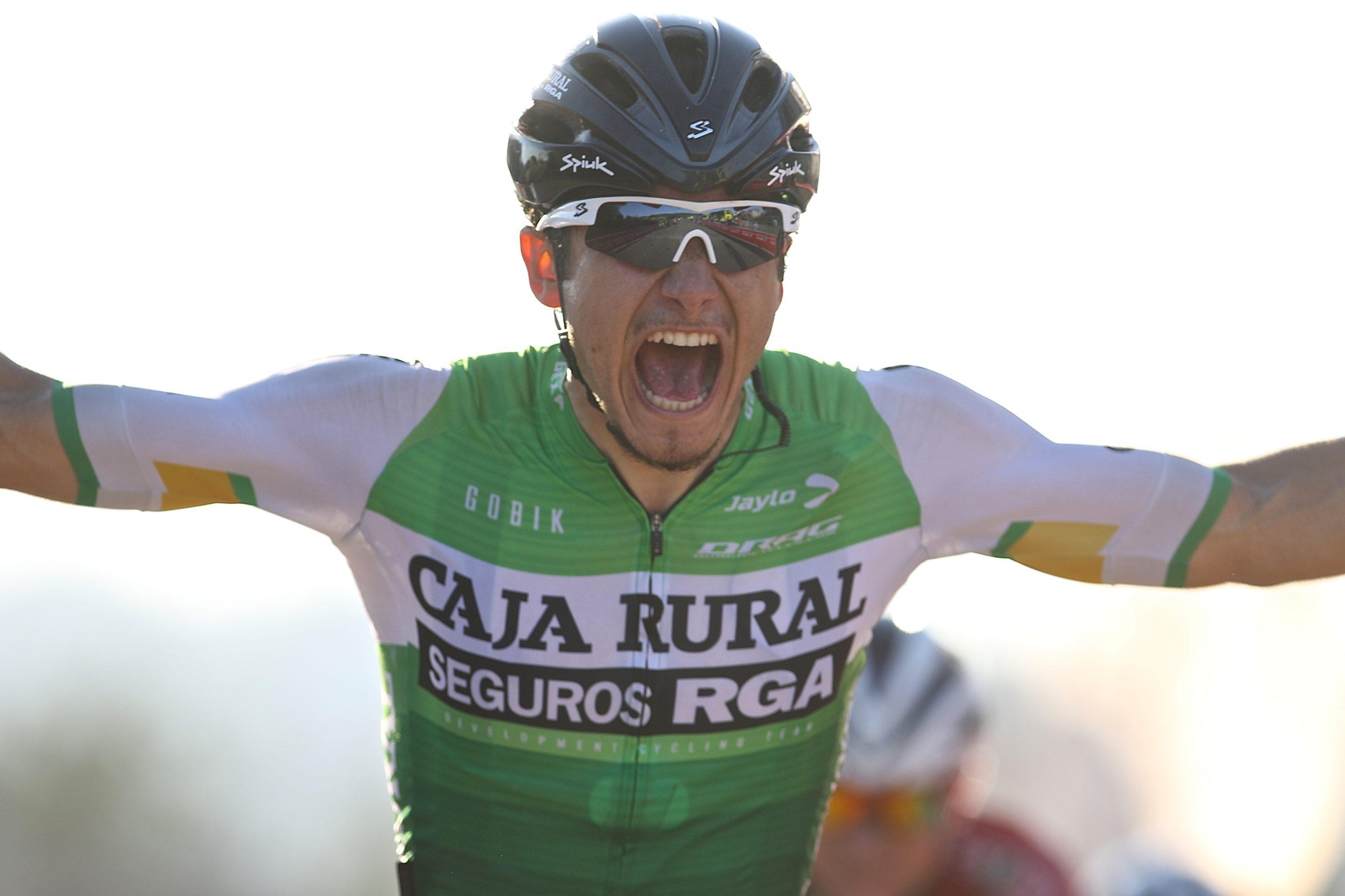 Alberto Serrano se viste de líder en Cantabria tras su victoria en Colindres