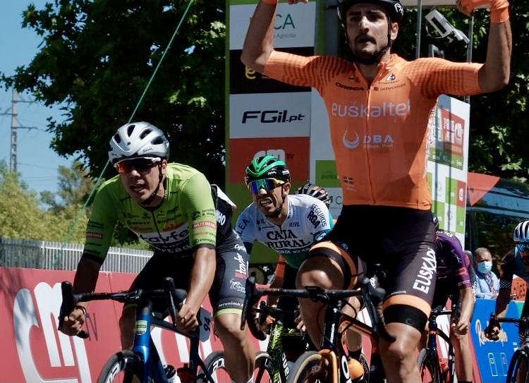 David González inicia la Volta ao Alentejo con un tercer puesto al sprint en Beja