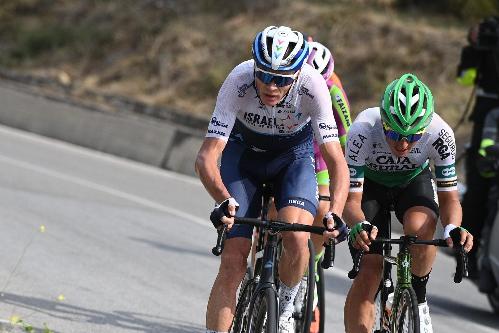 Al ataque con Julen Amézqueta en el cierre del Giro di Sicilia